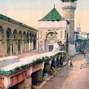 Vue de l'entrée et du minaret de la mosquée Youssef Dey en 1899